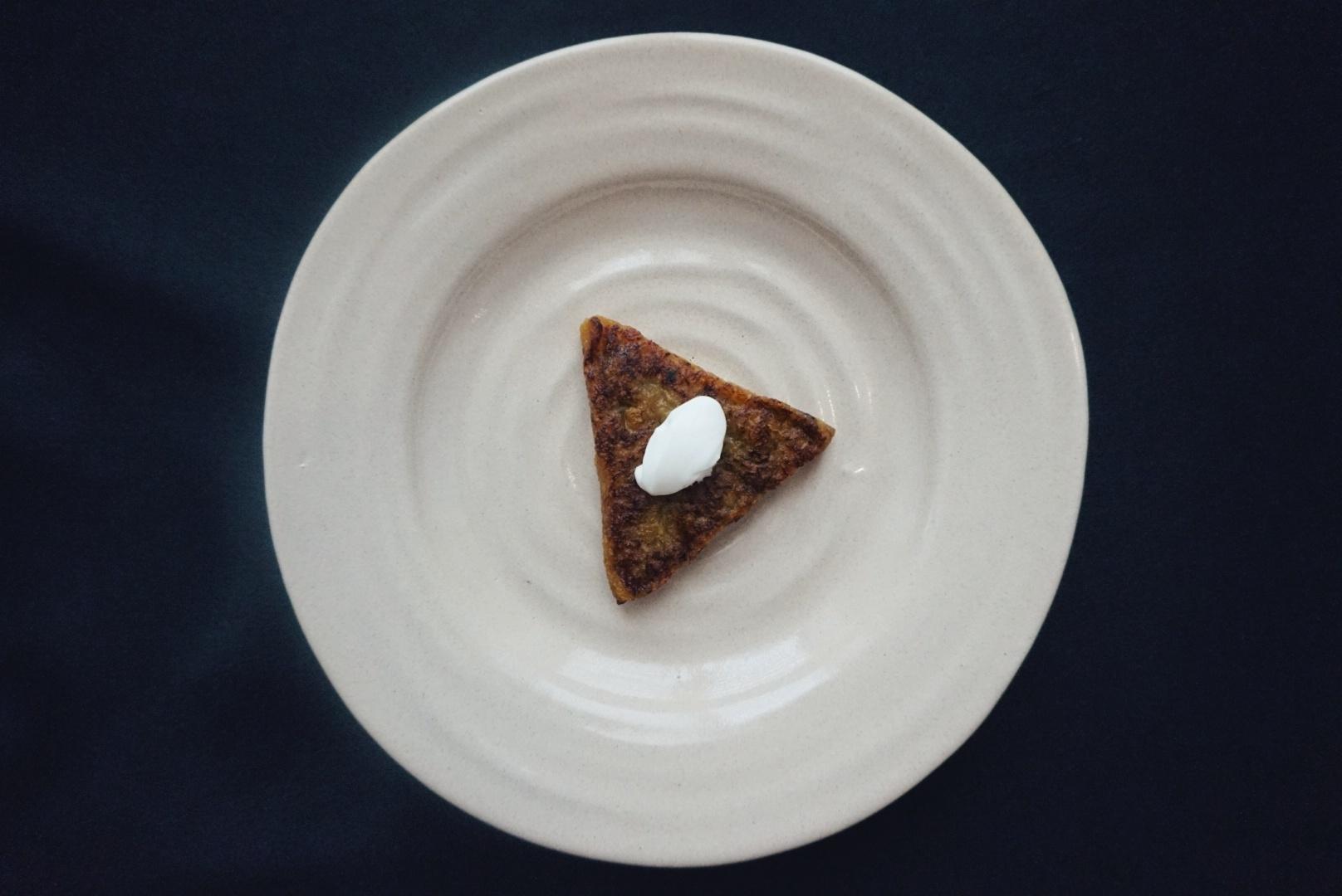 Tetelas (tortitas) de plátano macho y frijoles